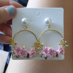 Floral pearl hoop earrings